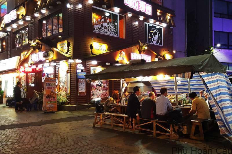 Một quán cafe tại Hongdae Hàn Quốc