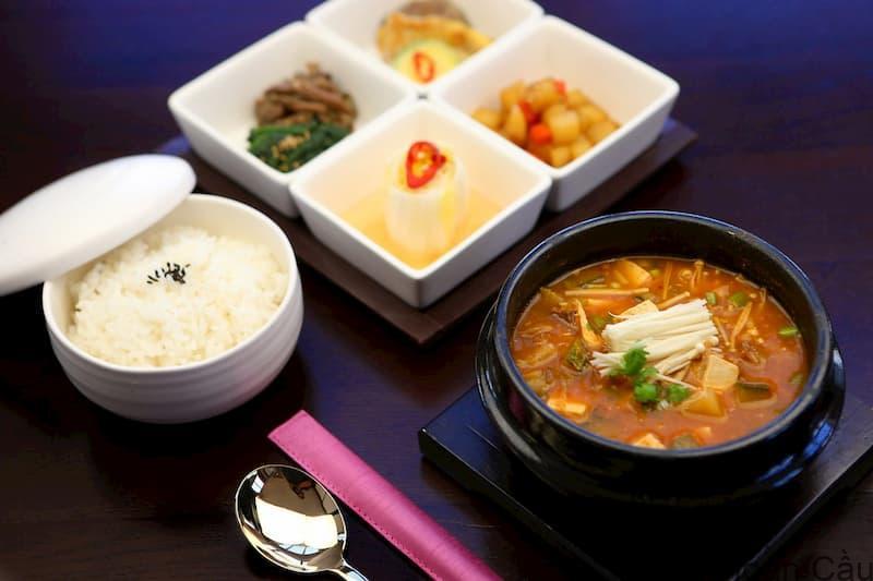 Canh tương đậu nành Hàn Quốc ngon hơn khi ăn cùng cơm trắng