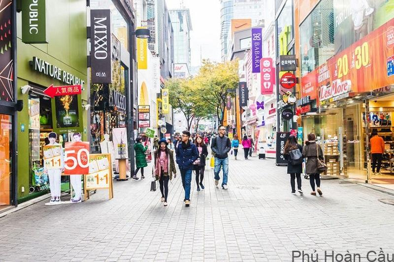 Con đường Garosu-gil có nhiều thương hiệu thời trang nổi tiếng