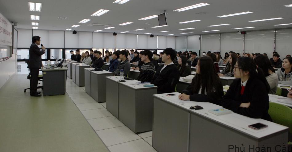 giảng đường đại học Ngoại ngữ Busan