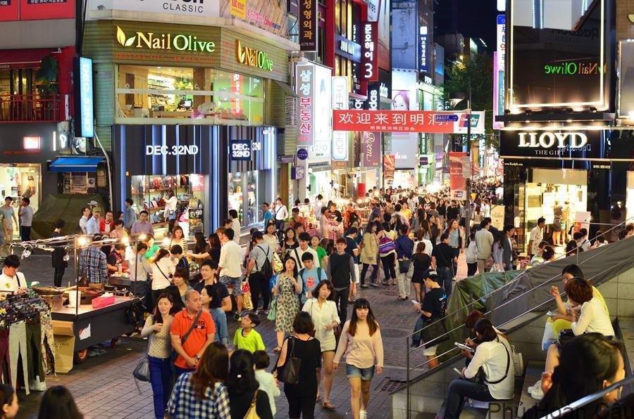 Đến Hongdae Hàn Quốc du khách có thể mua sắm, giải trí, thưởng thức ẩm thực