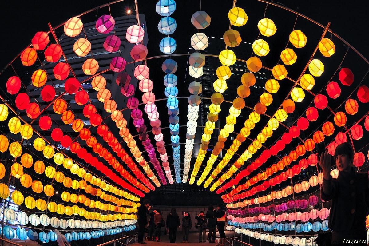 Đường đi đến địa điểm tổ chức Lễ hội đèn lồng Hàn Quốc khá dễ tìm