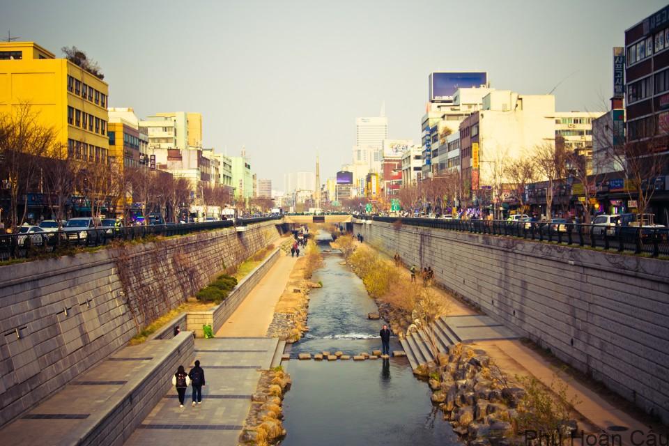 Suối Cheonggyecheon - nơi diễn ra lễ hội đèn lồng Hàn Quốc