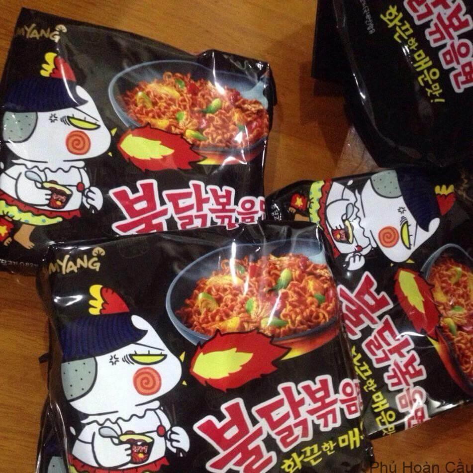 Thưởng thức mì tôm Hàn Quốc cần ăn lúc còn nóng để cảm nhận vị ngon