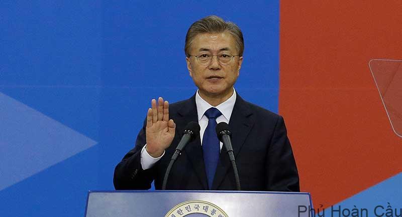 Một trong những cựu sinh viên nổi bật nhất của trường là tổng thống Moon Jae In