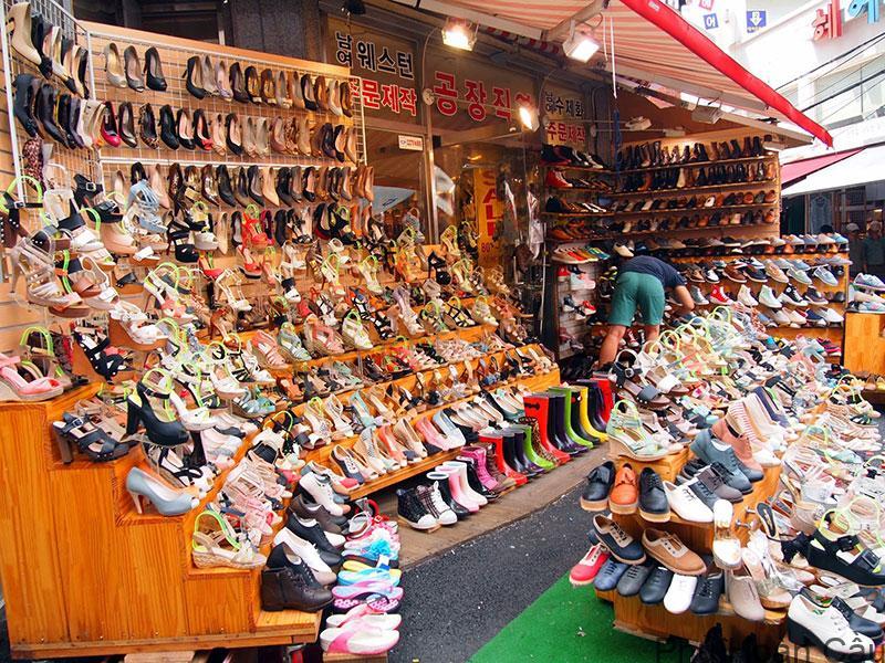 Mua sắm tại Hongdae có mức giá tương đối rẻ so với những địa điểm khác