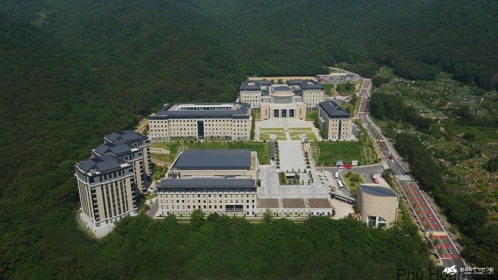 toàn cảnh khuôn viên đại học Ngoại ngữ Busan