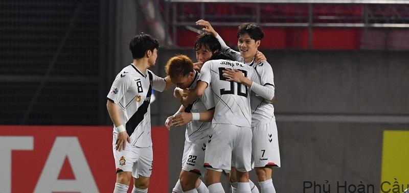 Gyeongnam FC đã ghi điểm trong mắt người hâm mộ với những trận đấu ấn tượng