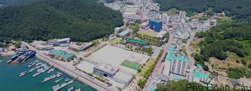 Trường đại học quốc gia Gyeongsang có địa chỉ tại thành phố Jinju